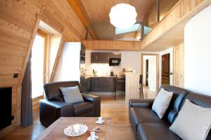 The lounge or bar area at Quartz-Montblanc