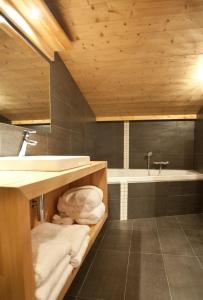 A bathroom at Quartz-Montblanc