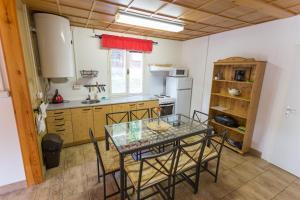 Кухня или мини-кухня в Chata Vranov