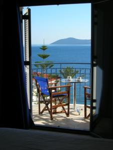 Общий вид на море или вид на море из апарт-отеля