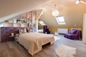 A bed or beds in a room at Cluj Napoca Apartments