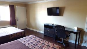 A room at Anaheim Astoria Inn & Suites