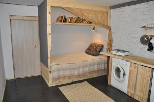 Двухъярусная кровать или двухъярусные кровати в номере Holiday House On Zavodskaya 6