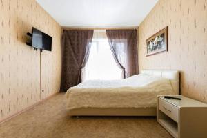 A bed or beds in a room at Apartment Izhorskogo Batalyona 11