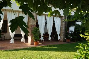 A porch or other outdoor area at B&B La Cascina