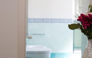 A bathroom at B&B Divina Salerno