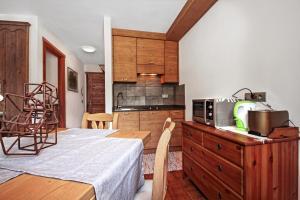 A kitchen or kitchenette at Appartamento Zepp