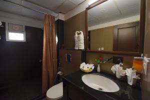A bathroom at Hotel Gandharva- A Green Hotel