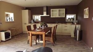 Een keuken of kitchenette bij De Riekhoff