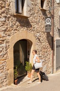Fachada o entrada de El Petit Convent