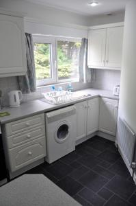 A kitchen or kitchenette at Eaglesfield House Guest Apartment