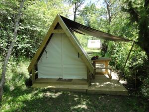 A porch or other outdoor area at Camping La Ferme de Castellane