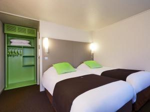 A bed or beds in a room at Campanile Brest - Gouesnou Aeroport