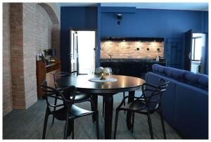 The lounge or bar area at Apartamenty Róże i Zen
