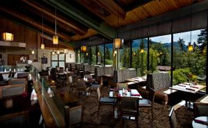 A restaurant or other place to eat at Bow View Lodge