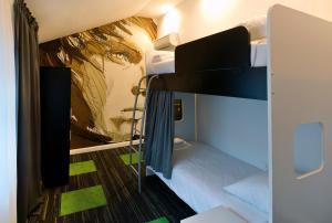 Letto o letti a castello in una camera di Hostel 365 For U