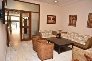 The lounge or bar area at Hotel Adsubia
