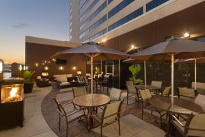 A restaurant or other place to eat at Hilton Suites Chicago/Oakbrook Terrace
