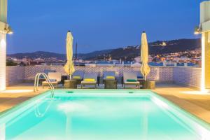 The swimming pool at or close to Hotel Mercure Braga Centro