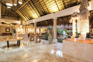 A restaurant or other place to eat at Iberostar Tucan