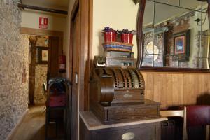 El salón o zona de bar de La Posada del Grifo
