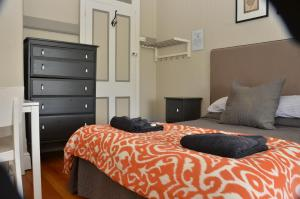 A bed or beds in a room at Royal Gatton Hotel