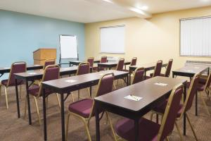 The business area and/or conference room at Super 8 by Wyndham Morgantown