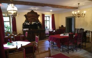 A restaurant or other place to eat at Hofgärtnerei