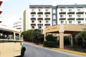 The facade or entrance of Topaz Hotel