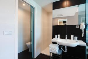 A bathroom at Hotel Agua Azul - Adults Only