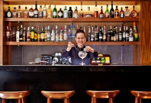 A área de bar ou lounge em Altis Prime Hotel