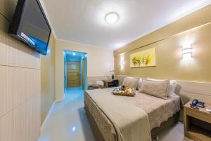 A bed or beds in a room at Hotel Thomasi Express - Londrina