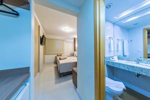 A bathroom at Hotel Thomasi Express - Londrina