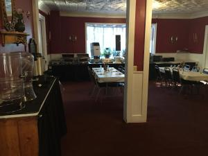 A restaurant or other place to eat at The Tunnicliff Inn
