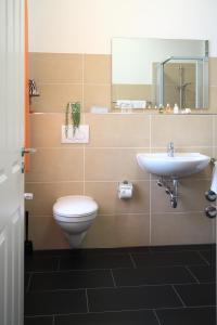 A bathroom at Hotel Zum Goldenen Stern