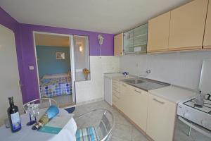 A kitchen or kitchenette at Rooms Sunce Supetar Island Brač