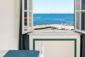 A balcony or terrace at Mercure Civitavecchia Sunbay Park Hotel