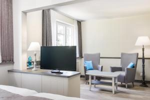 A television and/or entertainment center at Hotel Klein Amsterdam