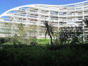 A garden outside Vittoria Immobilier - Rivage