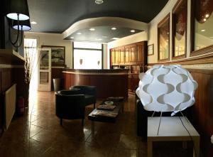The lounge or bar area at Hotel Bayona