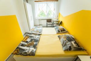 Łóżko lub łóżka w pokoju w obiekcie Klimczoka 6