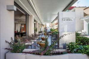The lobby or reception area at Hotel Nobel