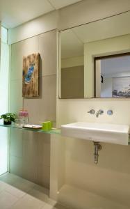 A bathroom at Grandmas Plus Hotel Seminyak