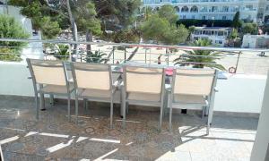 Un patio o zona al aire libre en Beach Suite Playa Cala dor