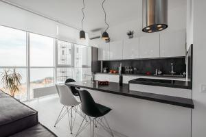 A kitchen or kitchenette at Sea and Sky Apartment