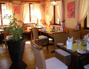 A restaurant or other place to eat at Gasthaus Ochsen
