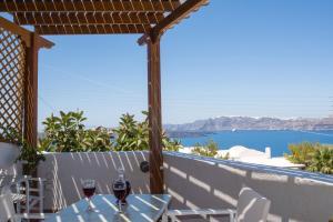 A balcony or terrace at Villa Galinia
