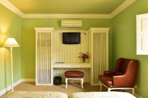 Uma televisão e/ou sistema de entretenimento em Pousada Convento de Evora