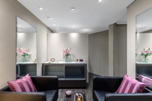 The lobby or reception area at Radisson Blu Plaza Hotel Sydney