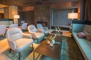 De lounge of bar bij Van der Valk Hotel Enschede